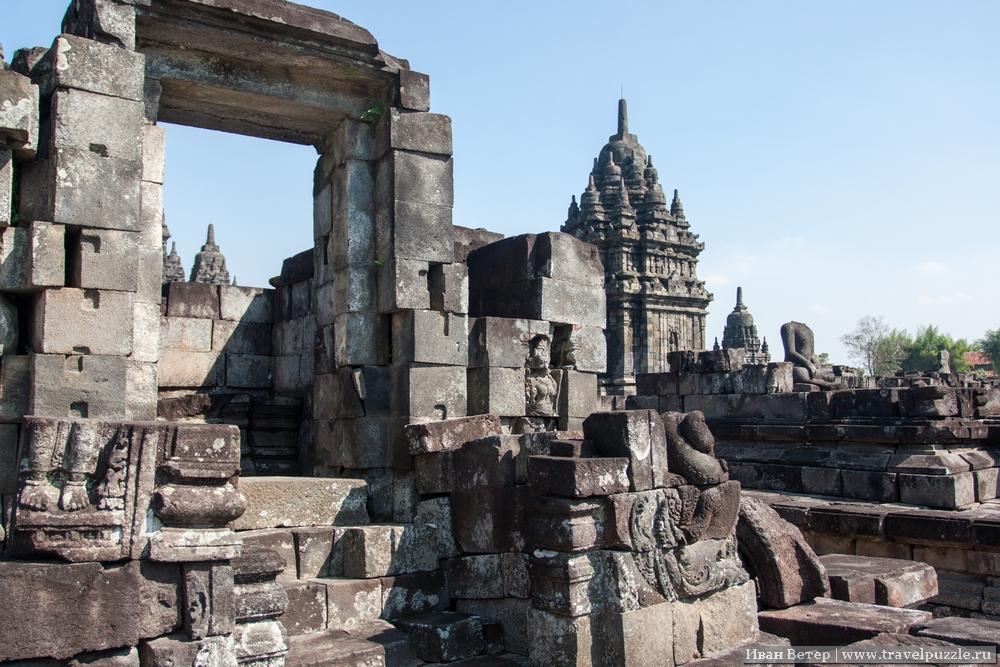 Лабиринты древних строений.