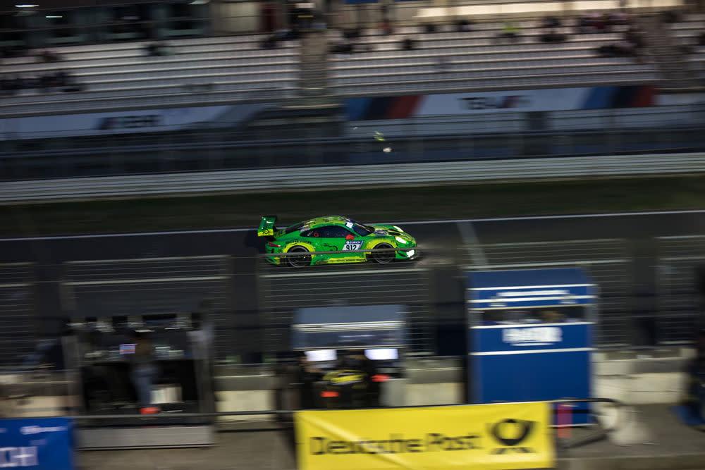 So sehen Sieger aus. 2018 holt der Manthey-Porsche 911 GT3 mit der Startnummer 912 den Titel in dem Langstreckenrennen in der Grünen Hölle