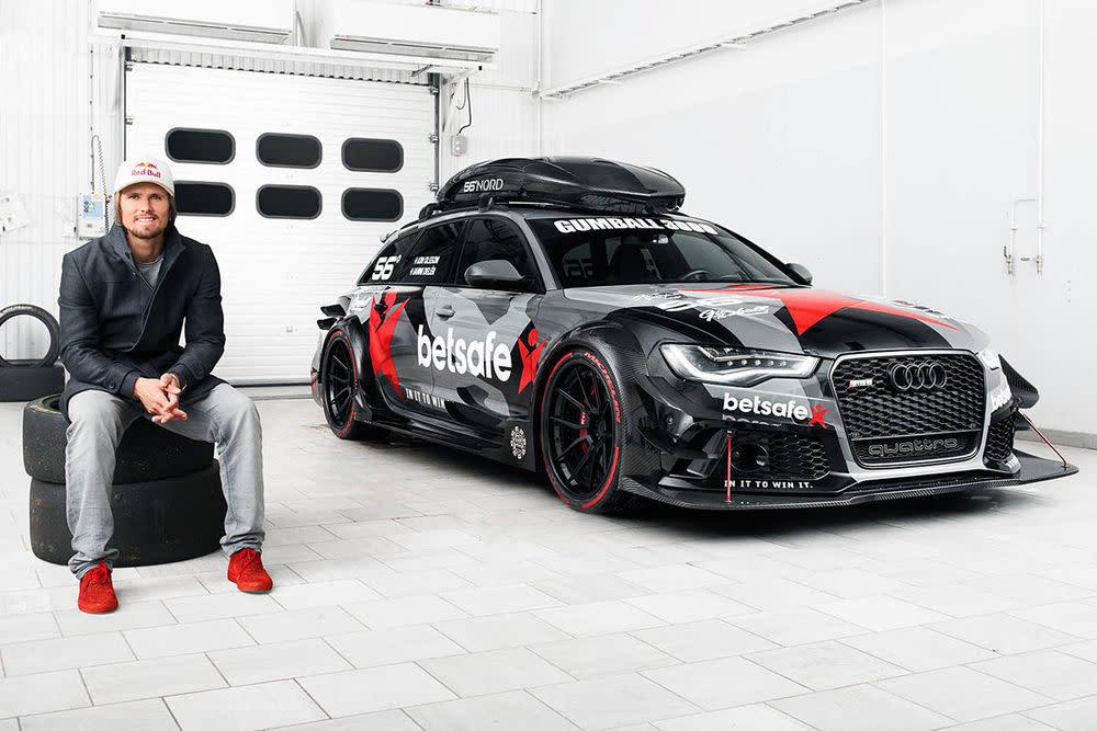 Ein Mann und sein Auto. Skiprofi Jan Olsson mit seinem neuen Spielzeug, dem Audi RS6 Avant DTM mit fast 950 Pferdestärken, bei herkömmlichen Benzin.