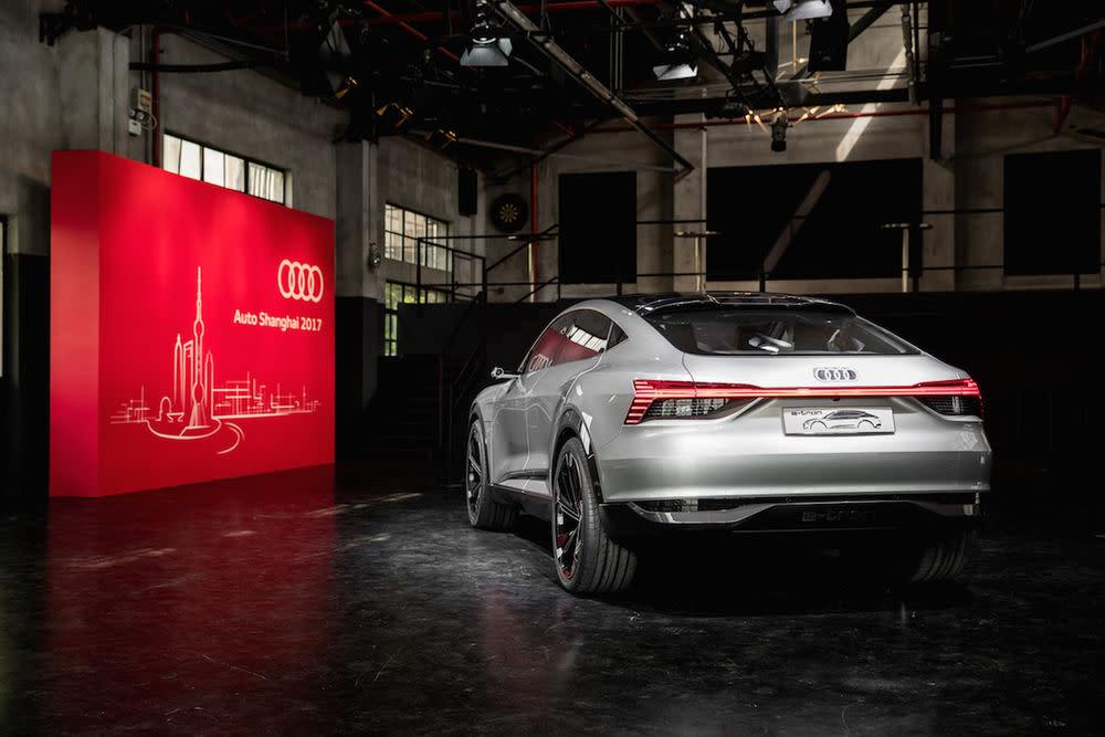 Das Audi e-tron Sportback concept wurde 2015 mit rund 500 Elektro-PS vorgestellt.