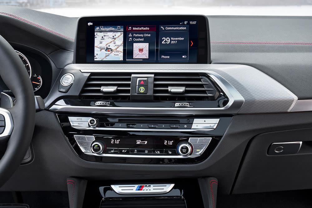 Zum Anzeige- und Bediensystem iDrive zählen ein freistehendes Control Display.