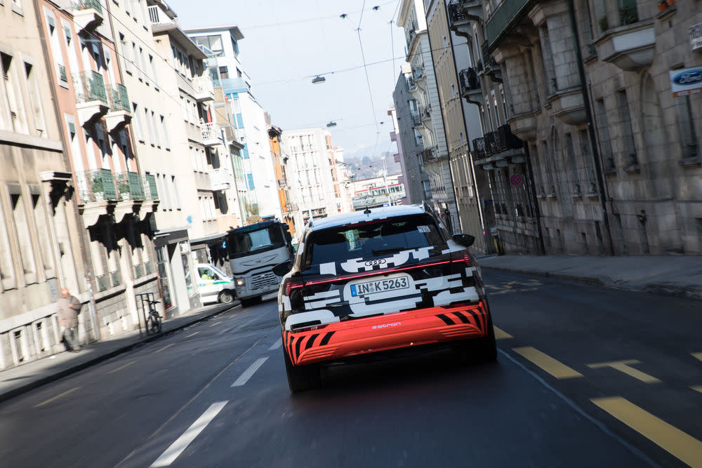 Bis zur Weltpremiere ist ein Teil der Audie-tron-Erprobungsflotte im öffentlichen Straßenverkehr unterwegs.