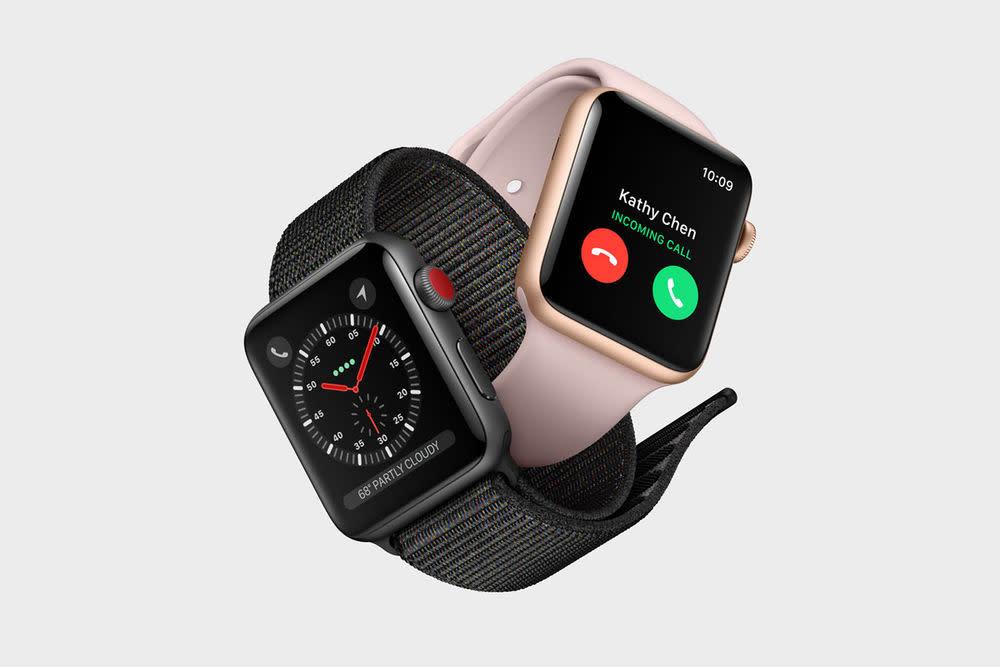 Das Highlight der Apple Watch Series 3: Sie verfügt jetzt über 4G LTE- und UMTS- Mobilfunkmodule und kann damit nahtlos auf Mobilfunk schalten, wenn das iPhone nicht in der Nähe ist.