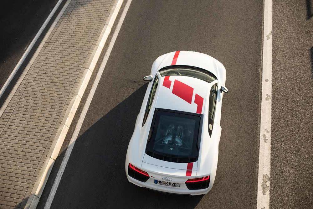 """Audi ergänzt den R8 V10 um die drei Buchstaben RWS. Das steht für """"Rear Wheel Series"""" und verschafft dem Sportwagen aus Neckarsulm eine Extra an Fahrspaß dank Heckantrieb."""