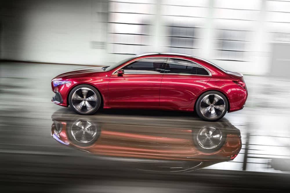 Die Kompakt-Limousine darf als Ausblick auf die nächste Generation der Kompaktklasse aus Stuttgart verstanden werden.