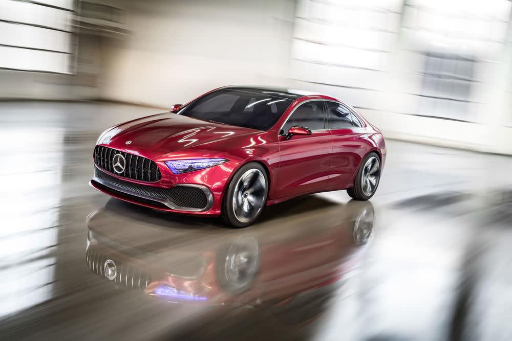 Gleichzeitig könnte die Studie die für 2018 angekündigte A-Klasse Limousine (China und USA) ein Stück vorwegnehmen.