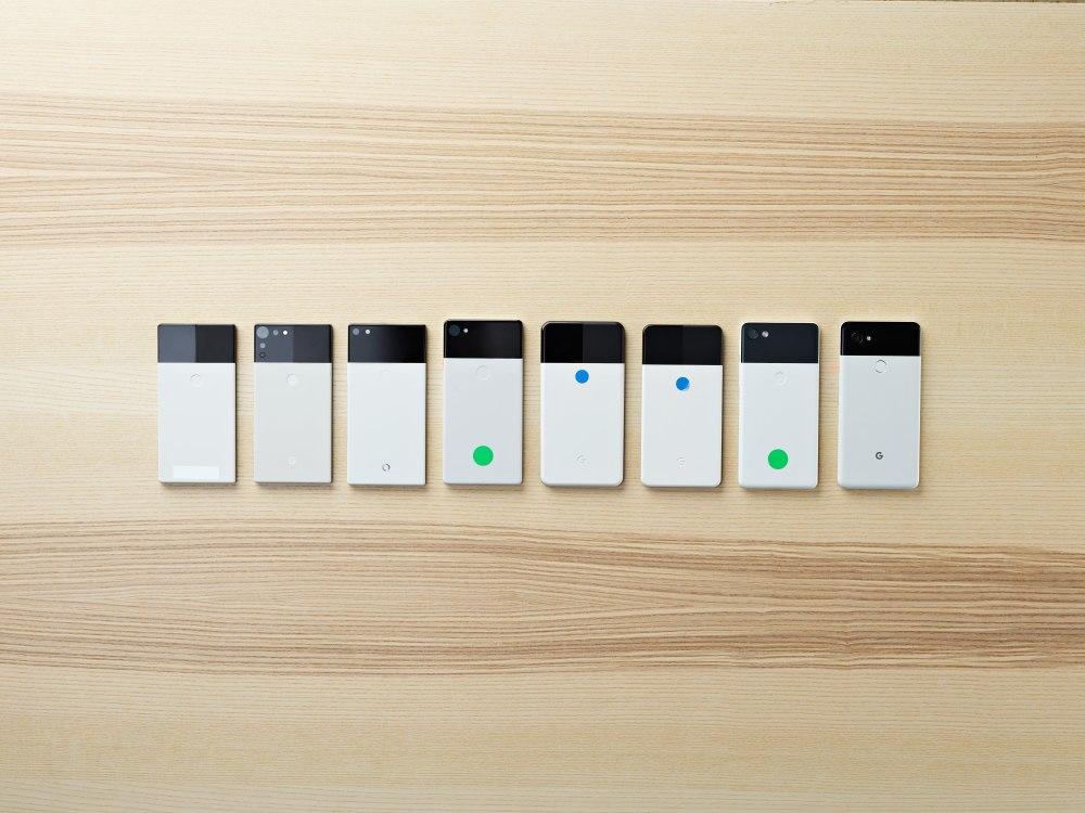 Anfangs war der Domino beziehungsweise der Panda eckig. Mit jeder Iteration wurde es runder, damit das Gerät besser in der Hand liegt.