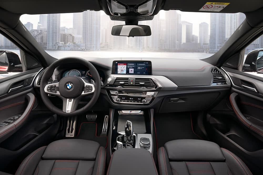 Zu den Fahrerassistenzsystemen des Sicherheitspakets Driving Assistant Plus zählen eine aktive Geschwindigkeitsregelung. .