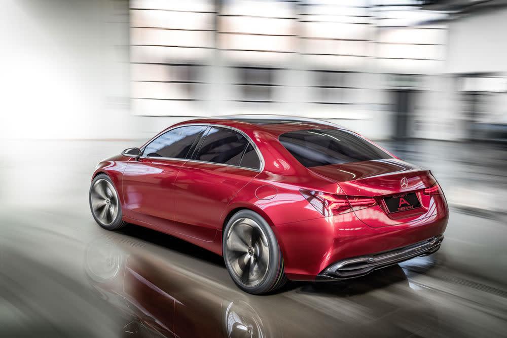 Optisch präsentiert sich das Concept als eine Mischung aus CLA und Mercedes-AMG Concept GT.