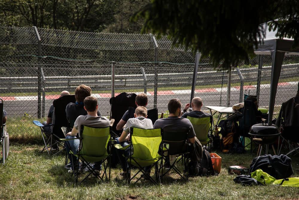 Fan-Hölle? Fans in der Grünen Hölle. Das 24-Stundenrennen am Nürburgring ist eine Legende. Wir sind dabei