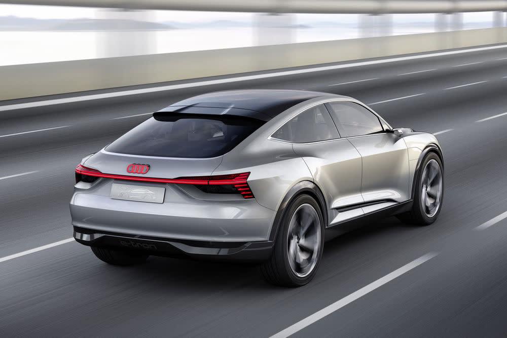 Allem voran steht das Audi e-tron Sportback Concept.