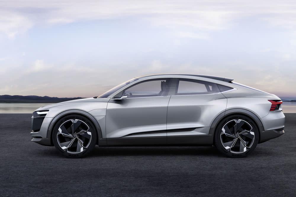 Nach dem e-tron Quattro ist der e-tron Sportback bereits das zweite e-tron-Modell, das bald in Serien gehen soll. Der Verkaufsstart der Modelle ist für jeweils 2018 und 2019 geplant.
