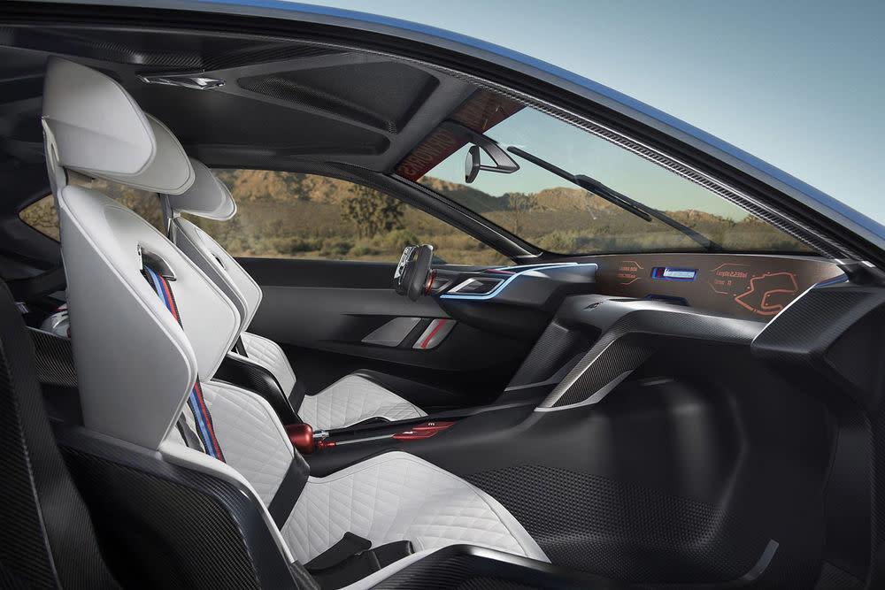 BMW besinnt sich offenbar wieder auf seine Flugzeug-Vergangenheit und bringt zwei mächtig beflügelte Renner mit nach Pebble Beach: den Concept M4 GTS und den 3.0 CSL Hommage R