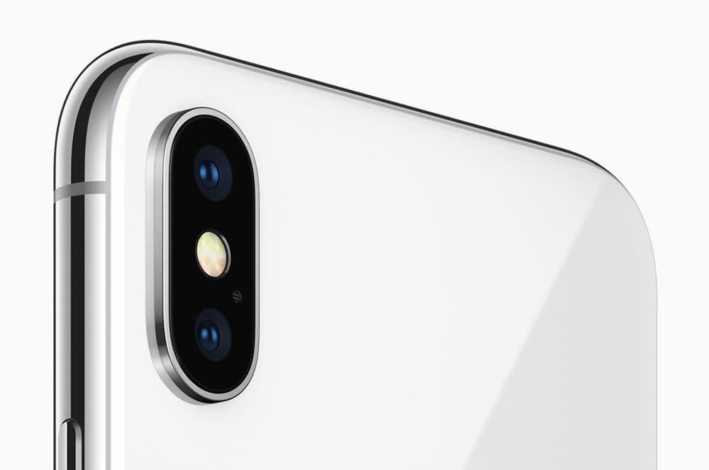 """Highlight des iPhone X ist die Kamera: Mit dieser kann der iPhone-Nutzer dank """"Portrait Lighting"""" nun selbst die Lichtverhältnisse einstellen und den Effekt auch im Nachgang bearbeiten."""