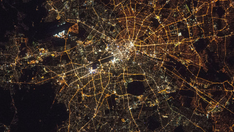 Die Lichtverschmutzung über Berlin ist wunderschön