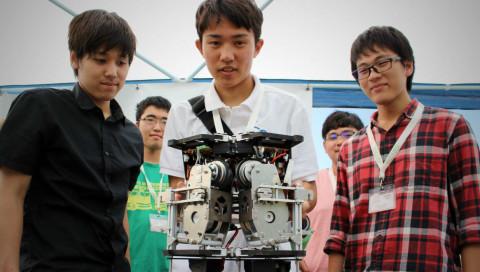 Diese Studenten bauen einen Aufzug ins All