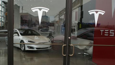 Tesla ruft Fahrzeuge wegen Bremsdefekten zurück