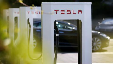 Tesla plant Strafgebühren für das Parken an Ladestationen