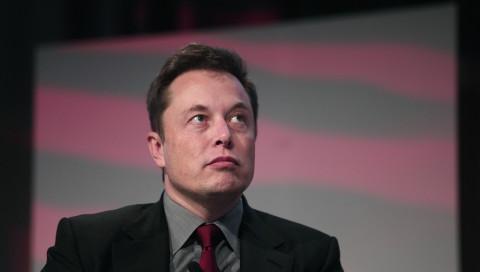 """Aktie von Tesla stürzt weiter ab: Experten sehen """"keine Chance"""" mehr für Musk-Konzern"""