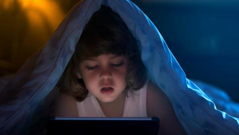Geschäftsleute nutzen YouTube-Algorithmen, um Kinder auszunutzen