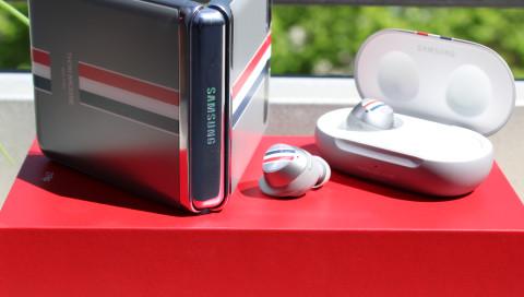 Klapphandy deluxe: Das Samsung Galaxy Z Flip im Thom Browne Design