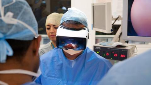 Hier seht ihr die erste live in VR übertragene Operation der Welt