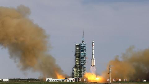 China startet einen Satelliten für die Suche nach Dunkler Materie