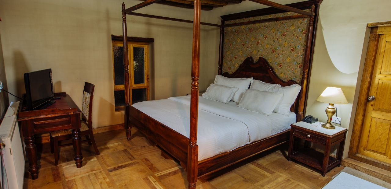 Double bed suite at Woodyvu Saboo Heritage Villa, Leh