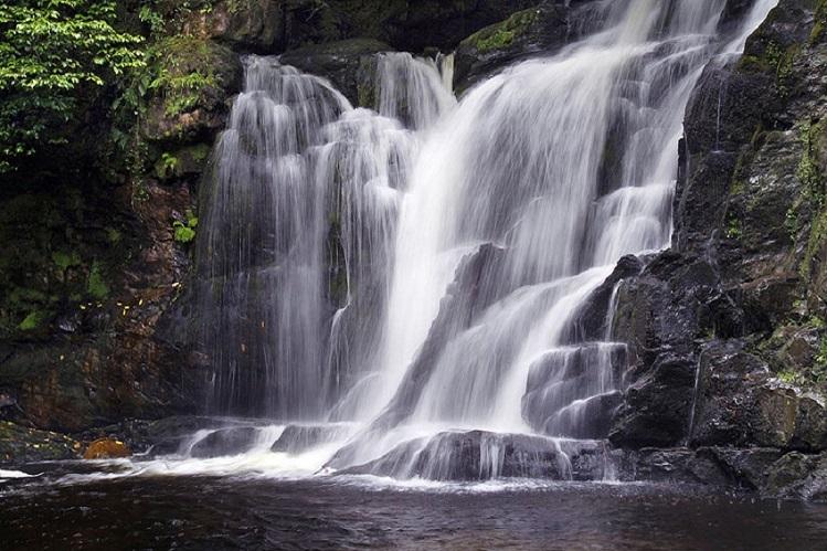 vista general cascada de torc, killarney