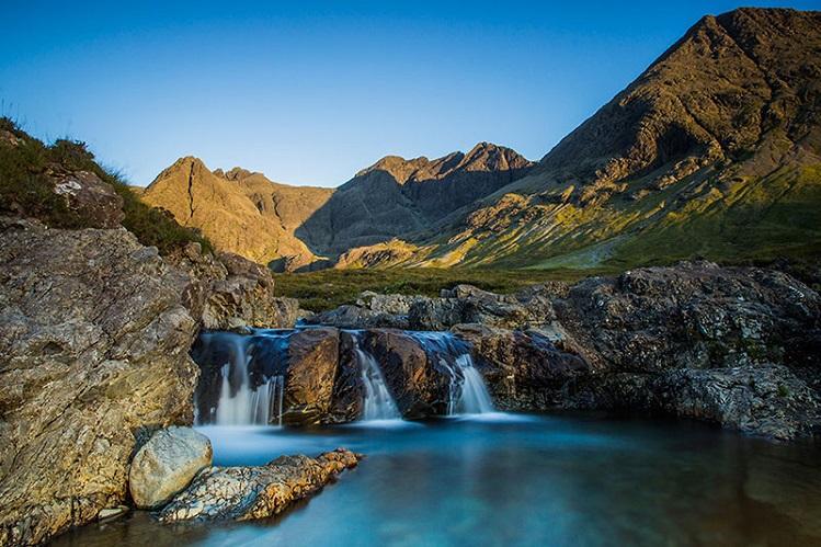 Una de las piscinas naturales de las Fairy Pools, en Skye. Imagen propiedad de isleofskye.com