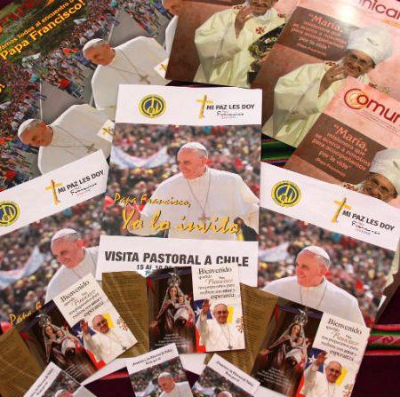 La gran difusión de Francisco en Talca: 99 pendones, 11 mil afiches, 7 mil oraciones y 8 mil trípticos