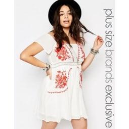 Alice & You - Besticktes, schulterfreies Kleid im Folklore-Stil - Weiß