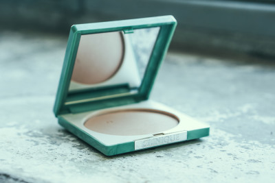 CLINIQUE Foundation Wundercurves Frühlings-Make-up