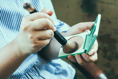 CLINIQUE Superpowder Double Face Makeup Wundercurves Frühlings-Make-up