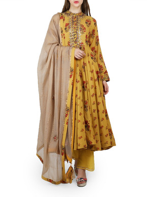 Nikasha Kurta and Straight Trousers Set