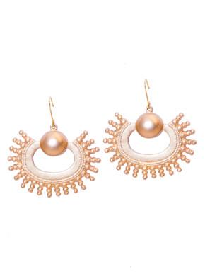 C earrings with ball