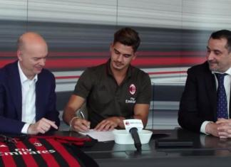 André Silva Milan @ Official Page