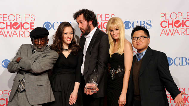 "Der ""2 Broke Girls"" Cast"