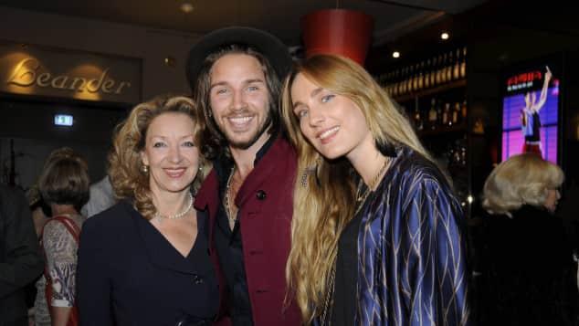 Gil Ofarim neben seiner Mutter Sandra Reichstadt