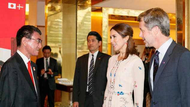 Japanischer Außenminister Taro Kono mit Prinzessin Mary von Dänemark und Prinz Frederik von Dänemark
