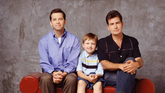 Jon Cryer, Angus T. Jones und Charlie Sheen