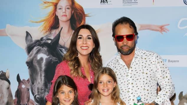 Judith Williams mit Klaus-Alexander Stecher und ihren Töchtern