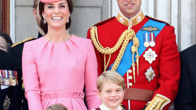 Prinz George, Prinzessin Charlotte, Prinz William und Herzogin Catherine