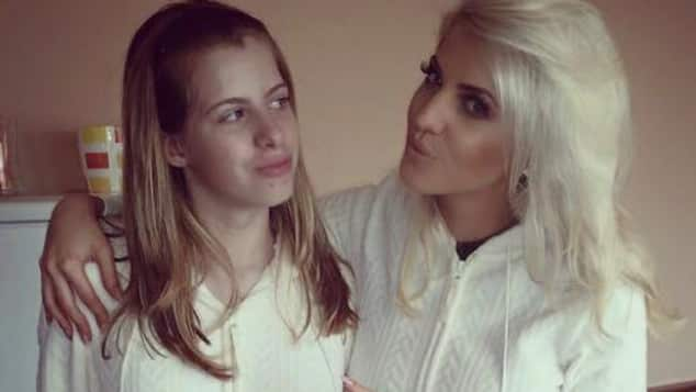 Sarah Nowak und ihre Schwester