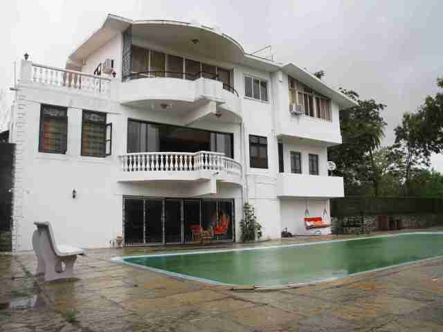 Pool villa in Alibaug
