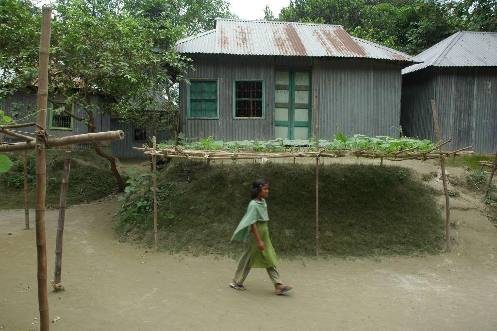 Smart affordable flood resistant homes for bangladesh for Bangladesh house picture