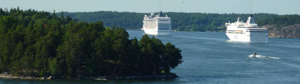 Ocean-Liner in den Schären von Stockholm