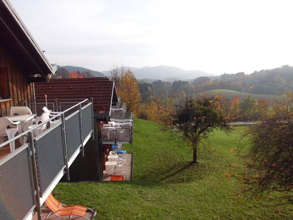 Appartements mit Balkonen und Panoramablick