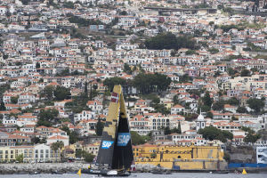 Alinghi take fight to Red Bull Sailing Team as action at Extreme Series heats up