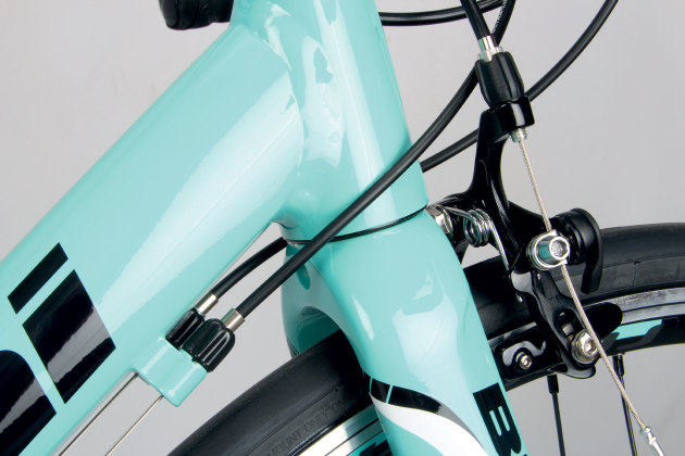 The Impulso's head tube junction is subjected to two stages of hydroforming to arrive at it's carbonesque appearance.